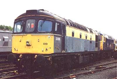 33019 at Bo'ness with 27001 - 9th May 2002. photo- D.Robinson