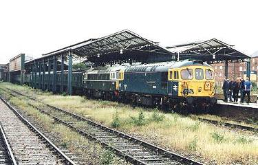 33109+208 at Chester, 20/5/00. photo - A.French