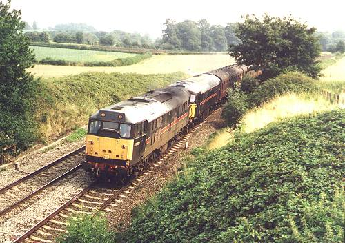 31602 + 33108 near Wellington, 25th Aug. 2001. The Devonian - photo B.Thomas